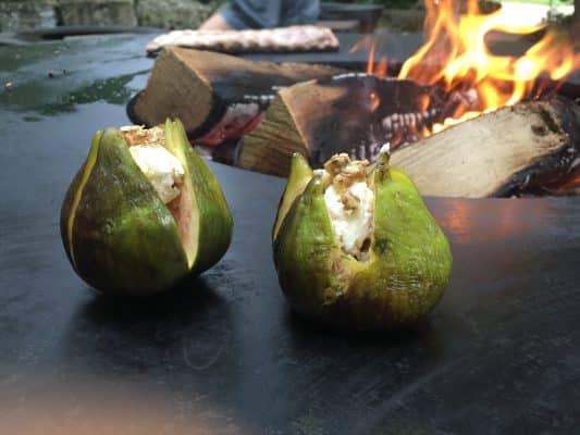 Feigen mit Frischkäse auf dem Feuerring