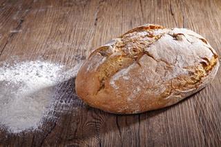Brot Holzbackofen mit_haerzbluet.ch