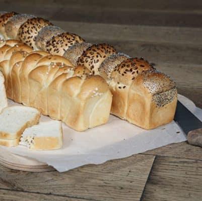 Fertig gebackene Brote aus Kastenform